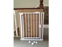 Baby Gate - barely used - extra narrow for terraced houses