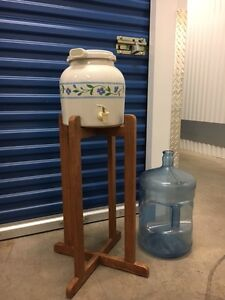 Ceramic water dispenser with stand