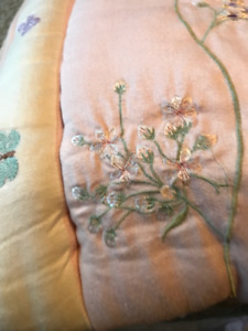 GIRLS CRIB BEDDING SET - EXCELLENT CONDITION  - REDUCED!!