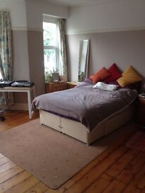 ***£395 - LARGE FURNISHED DOUBLE BEDROOM IN A GREAT LOCATION IN FISHPONDS £395 PCM
