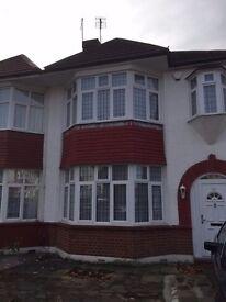 Modern & Spacious 4 Bedroom House, Palmers Green, London N13