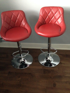 2 Chaises rouges style bistro