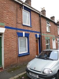 2 double bedroom house with small courtyard, close to St James train station