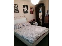 Large en-suit double (2 rooms)- SHORT LET-in Manor House