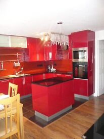 Modern & Spacious 2 Large Bedroom Ground Floor Flat with Parking, Outdoor Space and Modern Wetroom