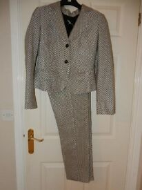 Lovely Ladies fitted Italian Trouser Suit By Prani