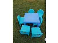 Outdoor/ indoor table and 6 chairs. P