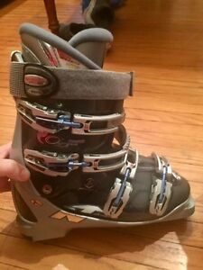 Nordica Ski Boots Women's size 26.5 (about US 9.5)