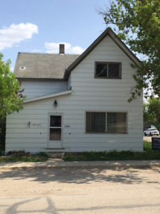 3 bed, 1.5  bath, 2 story house w/ big yard 4 rent in Melita MB