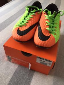 Chaussures de soccer Nike Hypervenom pour enfant