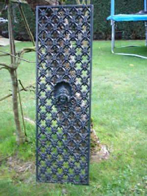 plaque,grille,face de porte, fronton ,décoration en fonte patinée vert rouillé !