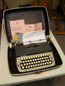 Vintage Smith-Corona Classic 12 Typewriter - WORKS