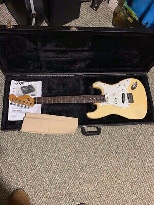 Fender: Electric Guitar Stratocaster Buttercream (Hardtail) - USED