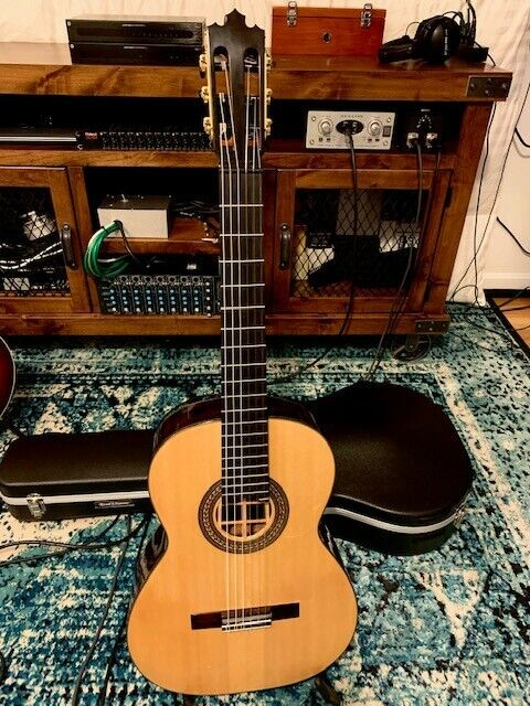 Handmade in Brazil by well-know Luthier. Brazilian Rosewood!