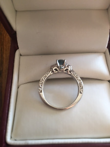 14kt Beautiful blue diamond engagement ring
