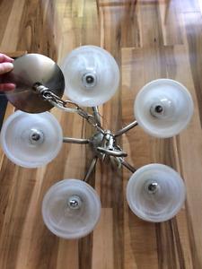 Lustre suspendu à 5 globes en parfait état !