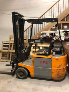 Certified Electric forklift - 3 wheel