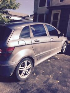 2011 MERCEDES BENZ B200 ONLY 108,000kms FOR SALE London Ontario image 2