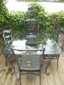 Glass top table and chairs London Ontario image 4