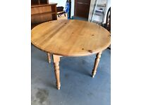 Circular solid pine kitchen table in excellent condition with round turned legs.