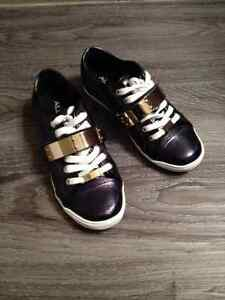 Sneakers size 5