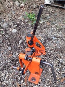 Chain saw cutter and chain saw riveter