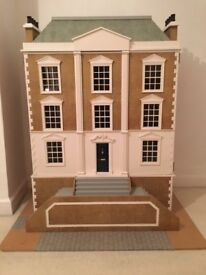 DOLLS HOUSE - MONTGOMERY HALL WITH BASE & ELECTRICS
