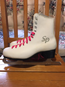 "WOMEN'S SIZE 10 ""SP"" Figure Skates- in excellent condition - $25"