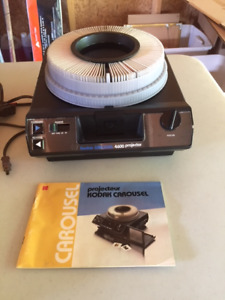 Kodak Carousel 4600 Slide Projector with Projection Screen