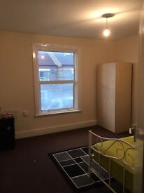 Large double room is available near Watford Highstreet Station.