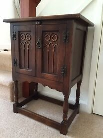 Old Charm - hall cabinet with decorative front opening doors