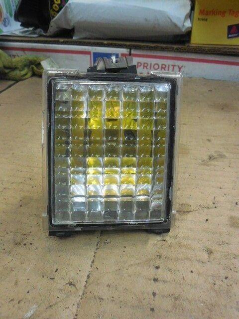 88 - 91 Oldsmobile Cutlass Supreme Left Driver Corner Parking Light 16506825