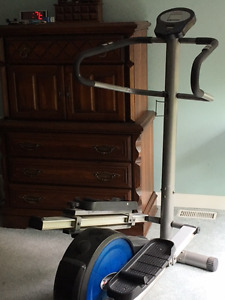 ELLIPTICAL TRAINER - CLEAN AND BARELY USED