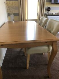 BRAND NEW IN BOX CLARENDON DINING TABLE 150CM NATURAL OAK WITH 4 CREAM FAUX LEATHER DINING CHAIRS.