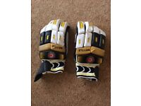 Cricket batting gloves - right handed - Size Boys - Used