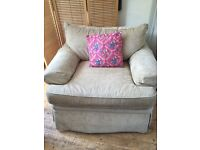 Beautiful, Cozy, Huge Huntington House Arm Chair