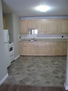 LARGE 2 BEDROOM APARTMENT – 37 LEFURGEY AVE. 872-0692  $695.00