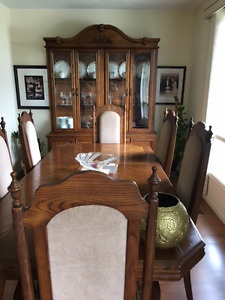 BEAUTIFUL DINING TABLE , SIX CHAIRS AND CHINA CABIENT