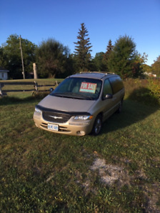 2000 Chrysler Town and Country Van