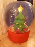 ARBRE de Noël  gonflable /INFLATABLE SNOW GLOBE  XMAS TREE