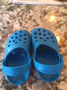 size 4/5 Toddler Crocs - BLUE - worn once