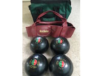 Lawn Bowls x 4 - Taylor International Size 6 plus carrying bag
