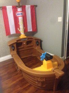 Toddlers Pirate ship Bed
