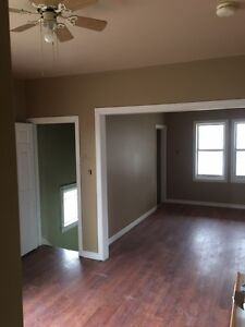 Large Upper 3 bedroom, with Xtra Large Living room Dinning Room