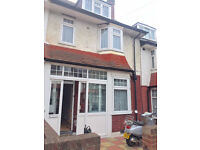 Large modern clean 4 double bedroom house on Fishponds Road. 5mins walk to Tooting Bec Tube