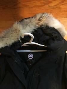 Small Women's Canada Goose Bomber Jacket London Ontario image 2