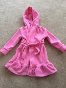Girls robe with sweet little ruffle (size 4 but fits small)