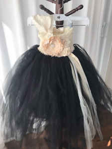 BEAUTIFUL Flower Girl Dresses (two - By: Trendy Bambini)