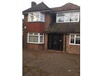 Beautiful spacious 4 bedrooms house in Streathm. Exclisive £2400 pcm . SW16 3EX .