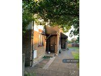 1 bedroom flat in Godwin Close, Epsom, KT19 (1 bed) (#938554)